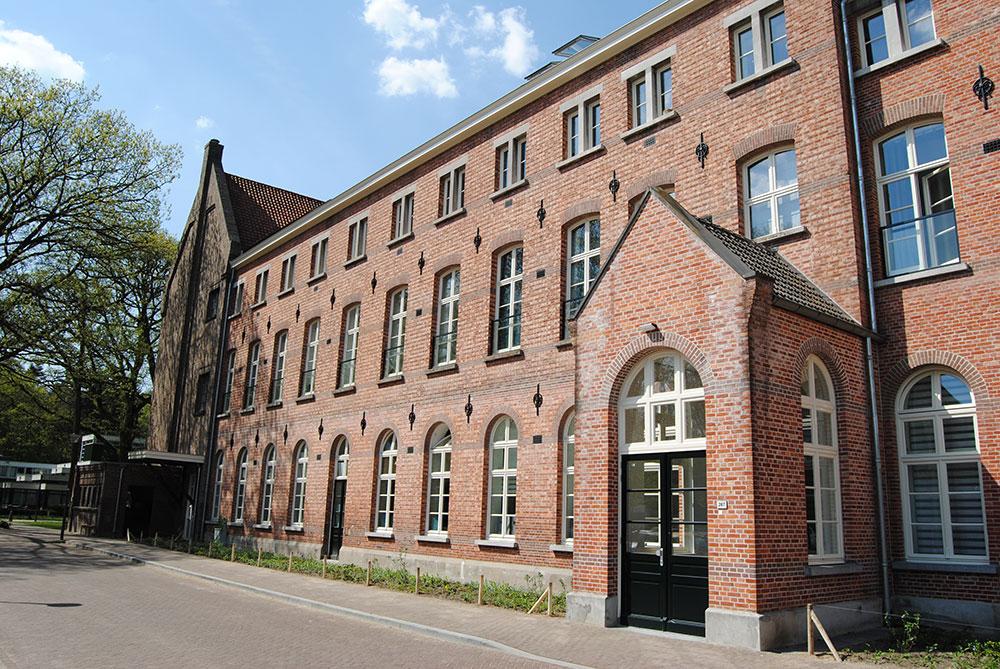 Renovatie Eijkenburg: Ombouw klooster tot appartementen Schilderwerk en beglazingswerkzaamheden.