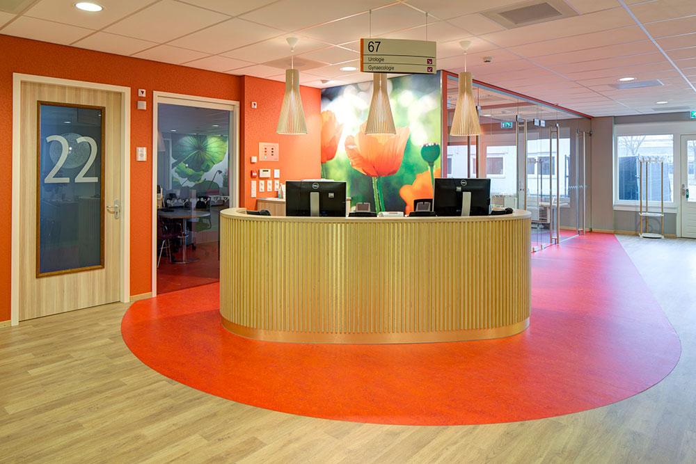 Radboud: Verbouwing KNF Poliklinieken Schilderwerk, beglazing en foto behang verpleegafdeling